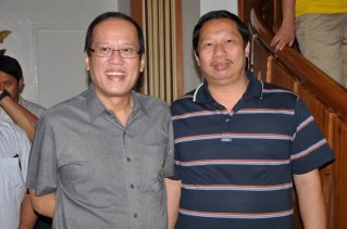 Rosendo So (Right) poses for posterity with Pres. Benigno Aquino III