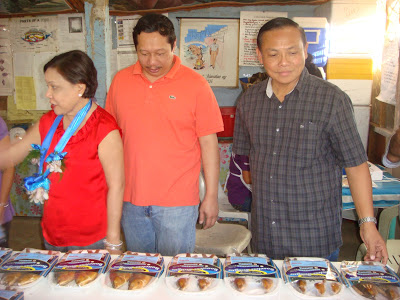 P7 Billion a year smuggling whistle blower Rosendo So (center) is flanked by Senator Cynthia Villar and Rep. Leopoldo Bataoil (2nd District, Pangasinan).