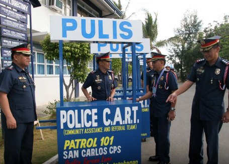 :PNP C.A.R.T.Senior Supt. Moro Virgilio Lazo(2nd from right), officer-in-charge of the Police Regional Office I(PRO1), talks to Supt.Rodolfo Castro(2nd from left), chief of police of the San Carlos City, during the turn-over ceremony of the Police C.A.R.T(Community Assistance Referral Team) at the Pangasinan PNP headquarters in Lingayen last January 27 for all police stations in the province. Also in photo are Sr. Supt. Marlou Chan(left), PRO1 regional directorial staff chief; and Sr. Supt. Sterling Raymund Blanco, officer-in-charge of the Pangasinan PNP. The Police C.A.R.T project conceptualized by Chan, then OIC Pangasinan police director, aims to enhance the police presence and will be placed in areas like bus terminals, malls, and other strategic areas in the province. The other photo shows Fr.Francis Posadas blessing the C.A.R.T. CESAR RAMIREZ