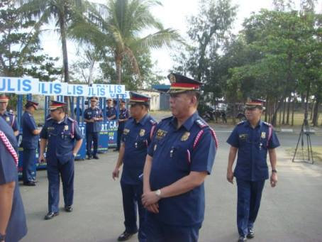 Sr. Supt. Marlou Chan,  Police Regional Office-1 (PRO-1) chief of directorial staff, (4th from right) inspects  in Lingayen, Pangasinan the police carts to be placed in crowded areas in the 44 towns and four cities in Pangasinan. With the carts, residents would have would direct access to police assistance. The putting up of cart was a brain child of Chan when he was the acting police provincial director of Pangasinan .  With Chan are Sr. Supt. Mariel Magaway (2nd from right),  head of the regional intelligence division. PRO I officer-in-charge Sr. Supt. Moro Virgilio Lazo was present but not in the photo. MORTZ ORTIGOZA