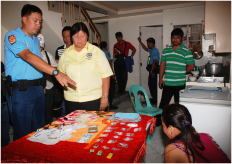 DagupanCity Chief of Police PoliceSuperintendent Christopher N. Abrahano (left) shows to Dagupan City Mayor Belen T. Fernandez (2nd from left) the 75 grams of shabu seized from a woman drug pusher identified as Bulao Jamal, 30, of Marawi City who is renting an apartment in Barangay Mangin where she was apprehended by the PNP and the Philippine Drug Enforcement Agency (PDEA) last February 27. (CIO photo by Jojo Tamayo)
