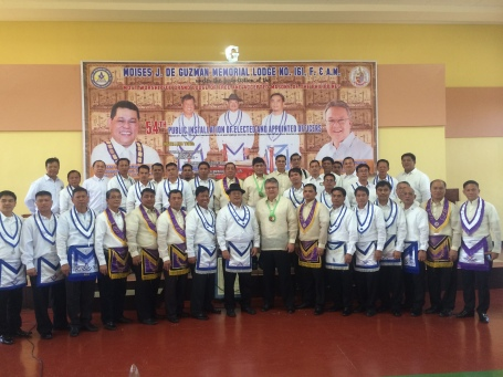 ARK WITH MASONS. Former Pangasinan fifth district Rep. Mark Cojuangco poses with members of the Moises J. De Guzman Memorial Lodge No. 161, F. & A.M. during the  54th Public Installation of Elected and Appointed Officers for Masonic Year 2014-2015 last  March 27.