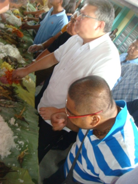 BOODLE FIGHT. Former Pangasinan Congressman Mark Cojuangco joined town officials and farmers of Calasiao, Pangasinan during the municipality's Farmers Day held at the gym of the central school last May 6. Cojuangco was the guest of honor and speaker of the affair. MORTZ C. ORTIGOZA