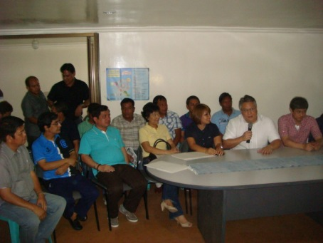 POLITICAL SUPPORTERS OF M&M: Aside from the 10 mayors of the 6th Congressional District of Pangasinan who went to the house of Abono Party-List Congressman Conrado Estrella III (extreme Right), the District's Congresswoman Marlyn Primicias-Agabas (3rd from Right) and District's Board Member Ranjit Ramos Shahani  (2nd from Left) swore their support to the gubernatorial plan of former Congressman Mark Cojuangco. MORTZ C. ORTIGOZA