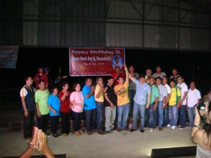 ABONO FOR MARK. Abono Party-list Rep. Conrad Estrella (7th from right, front row) raises  the hand of Macanlalay for the latter vice gubernatorial bid. Macanlalay was accompanied here by his village chiefs and other major supporters in Calasiao, Pangasinan. MORTZ C. ORTIGOZA