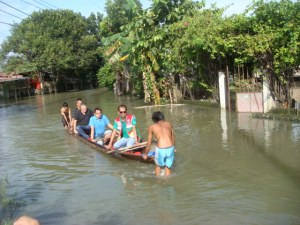 BOAT RIDE. Former Pangasinan Congressman Mark Cojuangco (black shirt) and CalasiaoMayor Mark Macanlalay (blue shirt) ride a banca so they could meet needy residents of a village in Calasiao who were afflicted by Typhoons Luis and Mario. PHOTO BY MORTZ C. ORTIGOZA