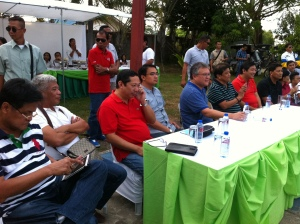CALASIAO GATHERING.  A meeting in Calasiao saw political big names in the province together. They are (left to right) Binmaley Liga President Arsenio Merrera,  Bugallon Vice Mayor Ric Urdona, Abono Party-List Chairman Rosendo So, Calasiao Mayor and Vice Gubernatorial Bet Mark Roy Macanlalay, Gubernatorial Aspirant Mark Cojuangco, Binmaley Mayor Sam Rosario. MORTZ C. ORTIGOZA
