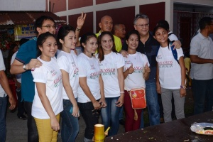 WITH YOUNG FOLKS. Former Pangasinan Fifth District Rep. Mark Cojuangco and Calasiao Mayor Mark Macanlalay pose with young residents of Bolinao during a recent town affair.