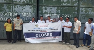 WAREHOUSE CLOSURE. An unregistered warehouse owned by City Luck Enterprise, Inc. In Urdaneta City, Pangasinan was padlocked last July 22 by the Bureau of Internal Revenue – Region 1 led by Regional Director Arnel Guballa  (7th from left) and Revenue District Office-6 Chief Nashrolah Conding (8th from left). From left to right: Jocelyn Ramilo, Chief Assessment Section RDO-6, Gregorio Nepal, Examiner,  and Assistant Regional Director Eduardo L. Pagulayan, Jr. (6th from left), Guballa, Conding, and support staff. MORTZ C. ORTIGOZA
