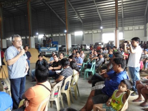 MARK WITH FARMERS - Former 5th District Rep. Mark O. Cojuangco elicits the commitment of Alcala farmers after answering all the questions regarding the use of the Corn and Palay Drying Facility in Bersamin, Alcala last July 9. VIRGIL MAGANES