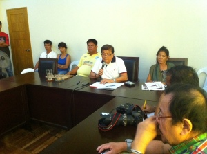 FRICTION WITH THE ARMY. Binmaley Mayor Simplicio Rosario, flanked by two of his village chiefs, told media men how the snail paced letter-order from the Provincial Environment and Natural Resources Office, telling him to cease and desist from dumping the town's garbage at the military reservation in Barangay San Isidro, caused the seizing of the dump truck by Army's 78th Infantry Battalion. He said Battalion Commander Lt. Col. Edgardo Batinga refused to pay him a courtesy call as customarily practiced by his predecessors. Moreover, Councillor Dindo Merrera warned that the second failure of Batinga to attend the next session of the Sangguniang Bayan will prompt him and his colleagues to file an administrative case against him at the Ombudsman and their citing of him as Persona Non Grata. MORTZ C. ORTIGOZA
