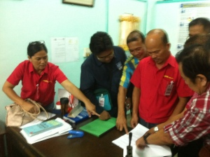 LIBEL CASES.  Lina M. Cervantes (extreme left) points at  her counter affidavit  on  the libel cases filed by Pangasinan Governor Amado T. Espino Jr. Cervantes' fellow DWPR commentators Macky Delgado and Tito Tamayo (3rd and 1st, respectively, from right) were charged too by the governor with libel cases. MORTZ C. ORTIGOZA