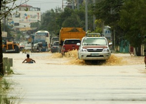 FLOODED BUGALLON ROAD.Motorists cruise along this flooded portion of the national road in Bugallon town a day after the onslaught of typhoon Lando last week.CESAR RAMIREZ