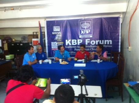 Samahan ng Industriya at Agrikultura Chairman Rosendo So (3rd from left) discusses with media men at the Kilusan ng Broadkaster sa Pilipinas -Pangasinan recently the state of agriculture in the Philippines.